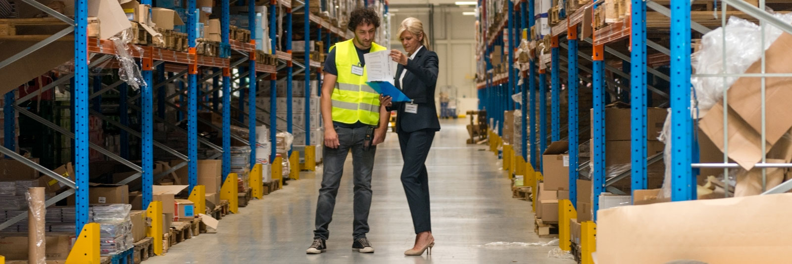a supply chain operator having a conversation with a warehouse operative
